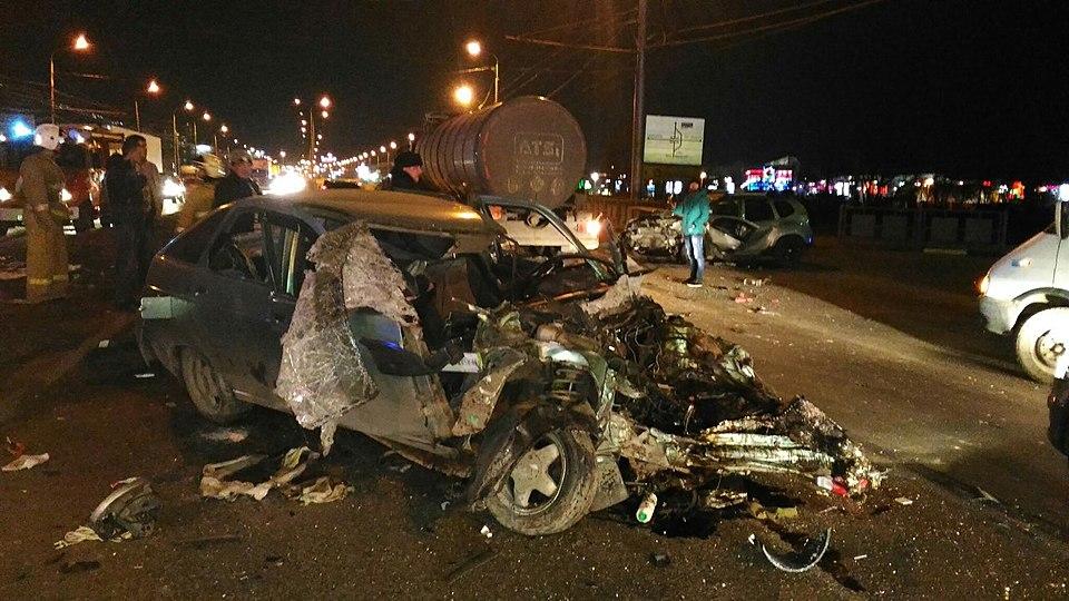 ВВолгограде вжутком ДТП сучастием 3-х авто умер человек