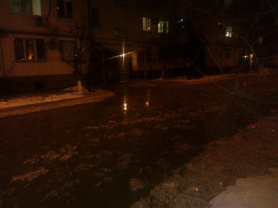 Насевере Волгограда устраняют крупную трагедию наводоводе