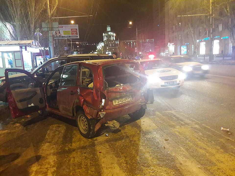 Тройное ДТП случилось вВорошиловском районе Волгограда