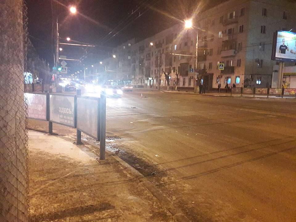 Тройное ДТП вВорошиловском районе Волгограда: наместе работают медработники