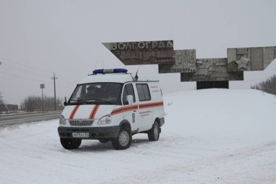 Видимость натрассах вВолгоградской области ухудшилась из-за метели— МЧС