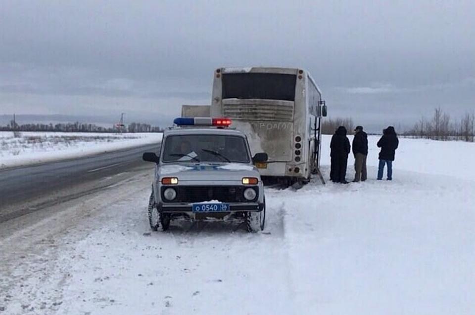ВВоронежской области спасли волгоградцев, замерзавших всломанном автобусе