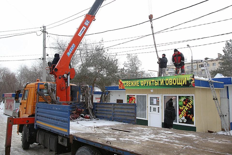 ВВолгограде начали демонтировать стихийный рынок «Южный»