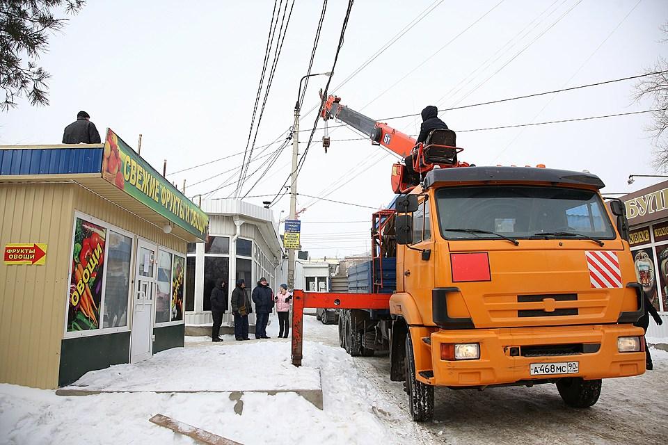 ВВолгограде сносят стихийный рынок напроспекте Металлургов