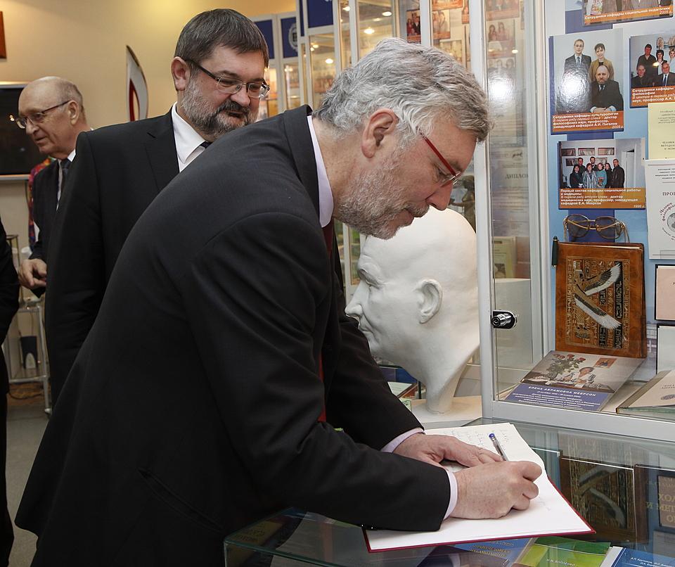 Посол Бельгии пришел ввосторг отмузея-панорамы— впервый раз вВолгограде