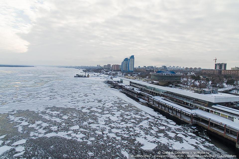 Замерзшая Волга приостановила речное сообщение вВолгограде