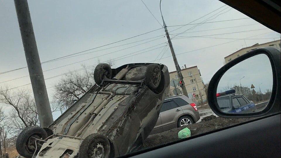 Легковой автомобиль перевернулся натрассе вКрасноармейском районе