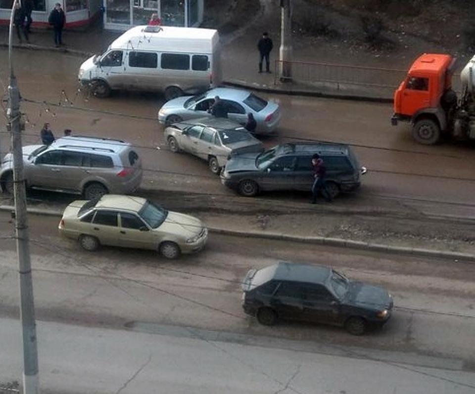 Массовое ДТП закупорило Университетский проспект вСоветском районе
