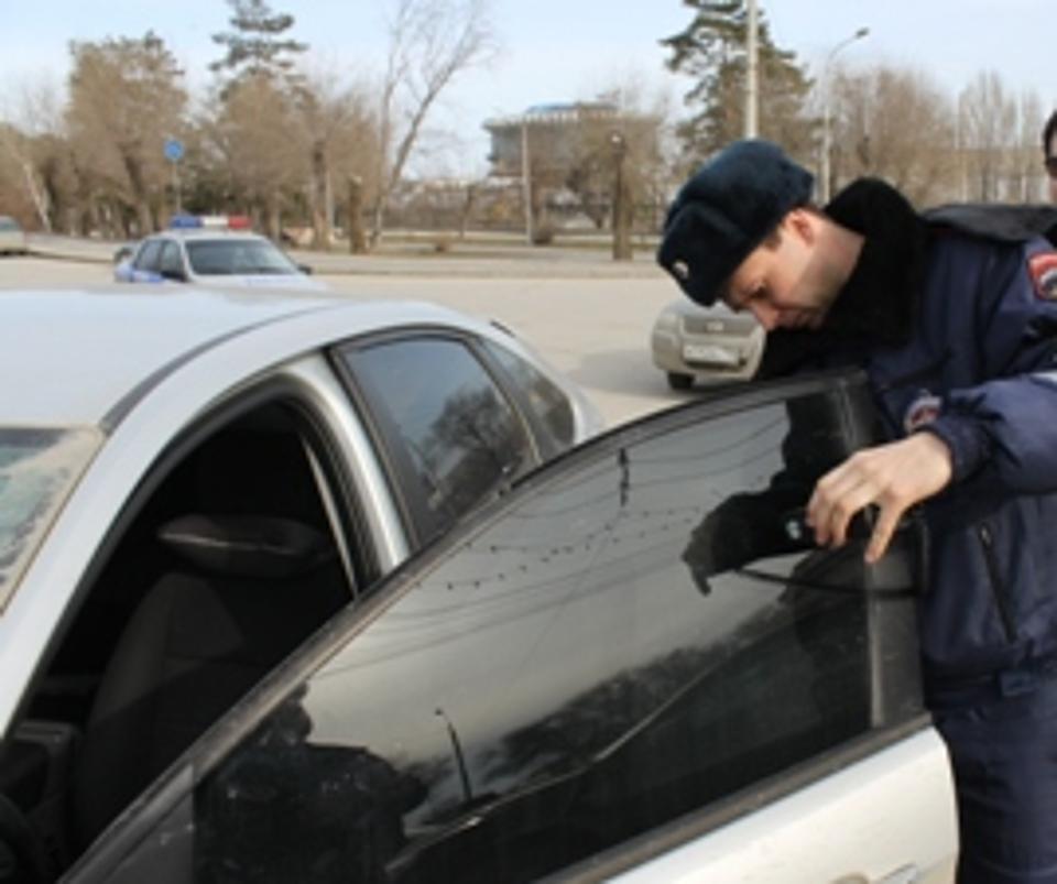 ВРостовской области занеправильную тонировку было оштрафовано практически 3 тыс водителей