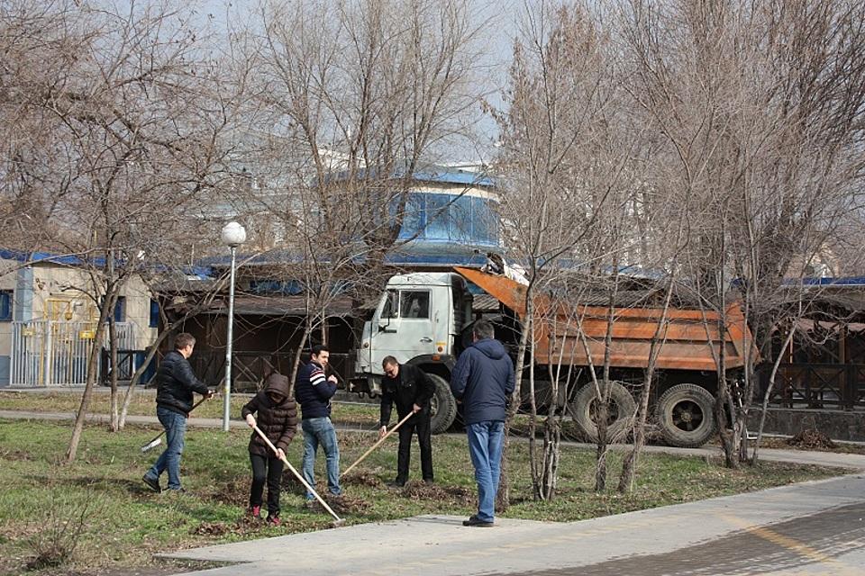 ВВолгограде на 1-ый субботник вышли 5 тыс. человек