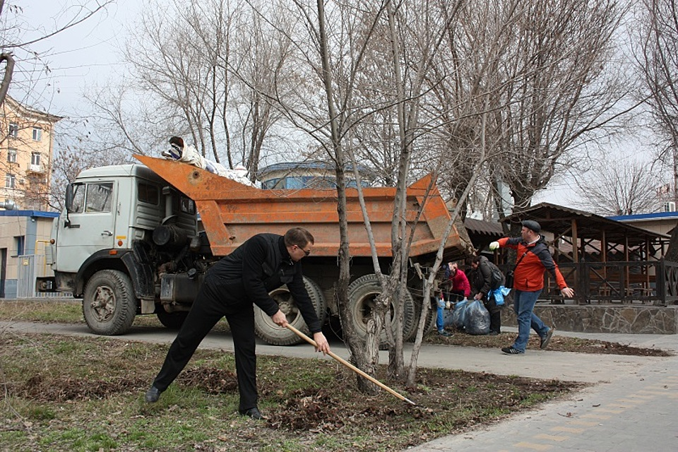 Неменее 5 тыс. городских жителей вышли намассовый субботник вВолгограде