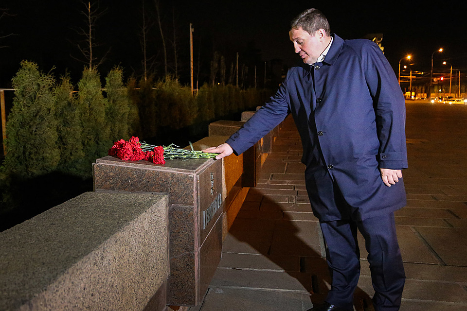Губернатор Андрей Бочаров выразил сожаления всвязи стерактом впетербургском метро