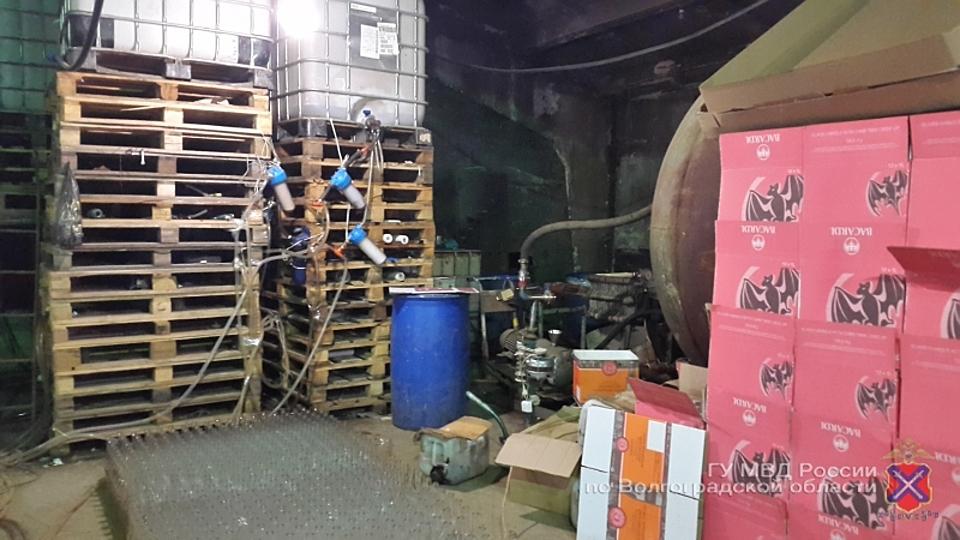 ОПГ заработала больше 65 млн. руб. наподделке элитного алкоголя под Волгоградом