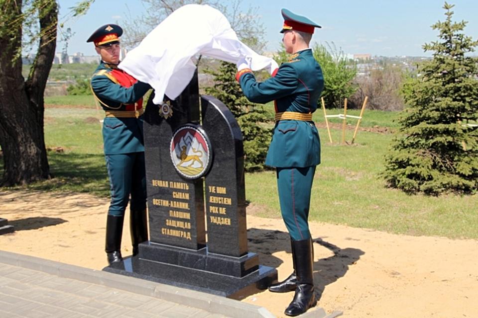 НаМамаевом кургане открыли стелу погибшим вСталинградской борьбе осетинам
