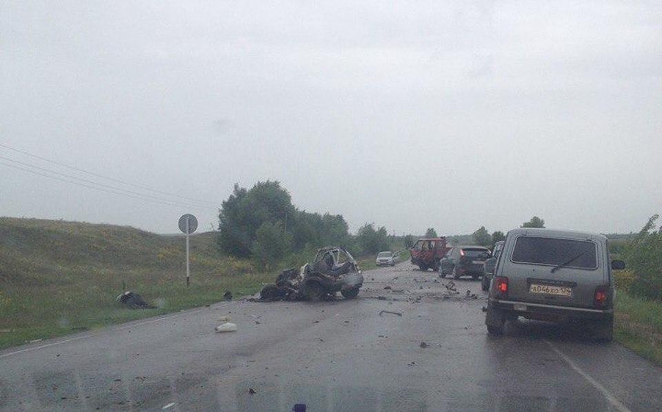 Под Волгоградом столкнулись китайский фургон и«Ока»: двое погибших