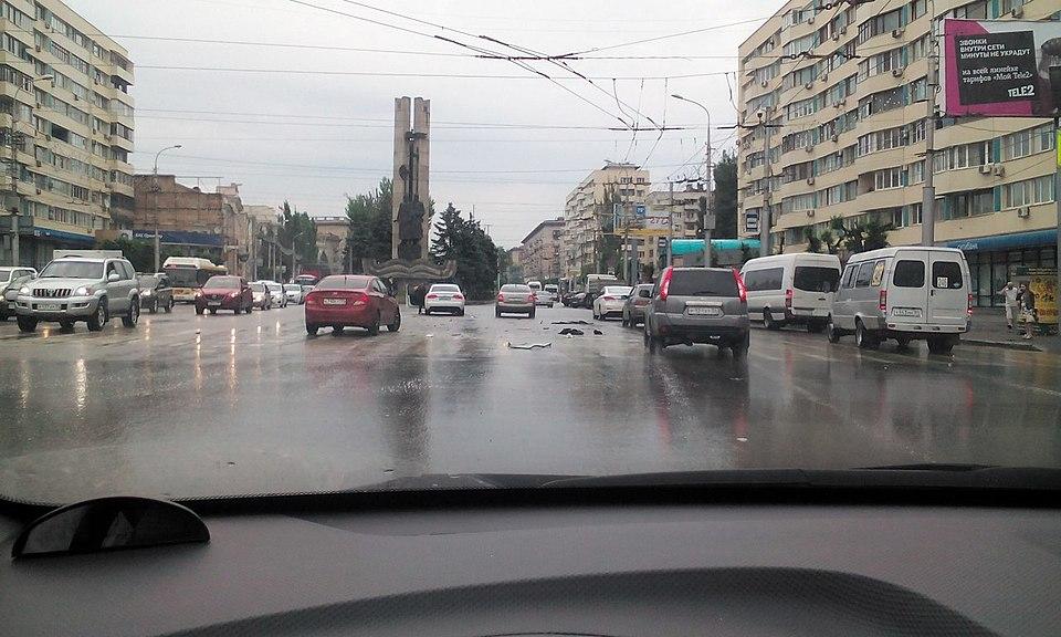 ВВолгограде «Жигули» протаранили «Современник»