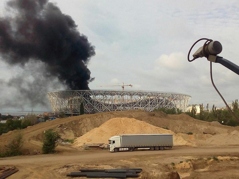 ВВолгограде полыхает стадион, строящийся кЧМ