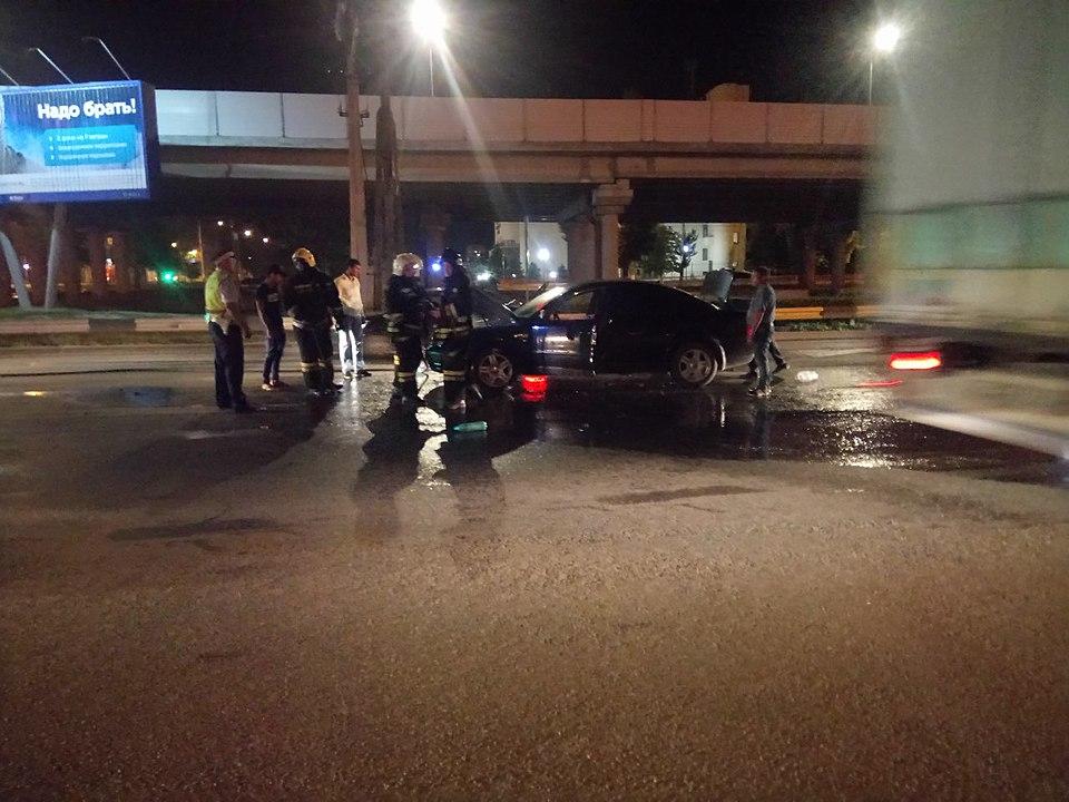 ВВолгограде ночью впериод движения сгорел автомобиль