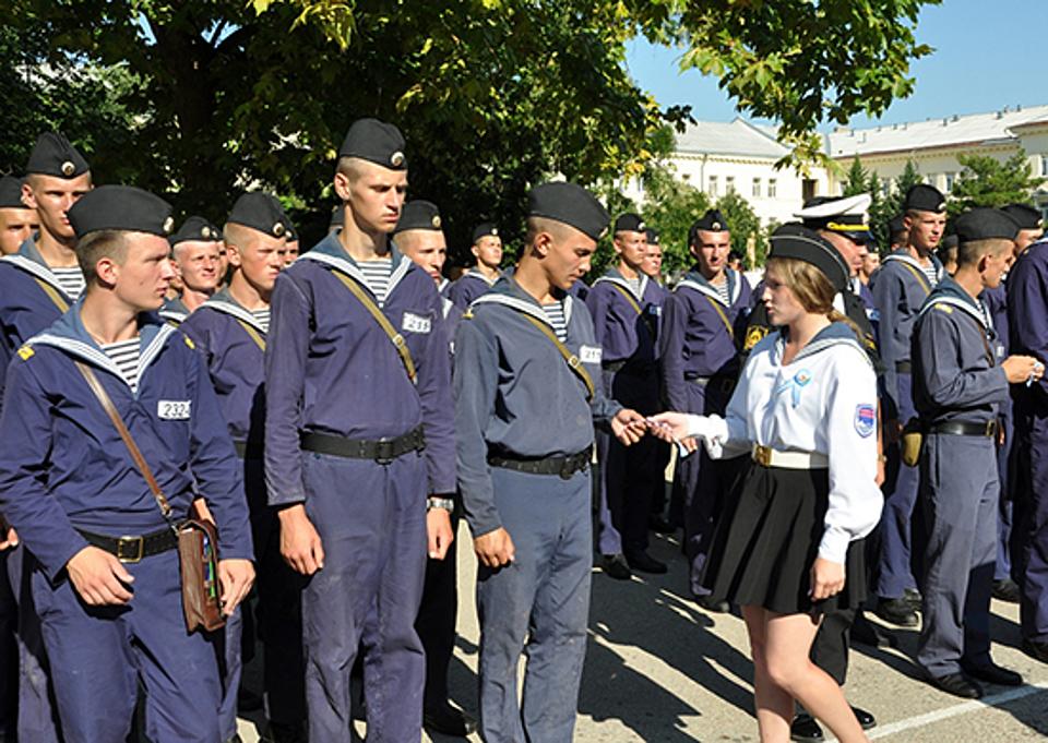 Неменее 400 новобранцев соединения управления Южного военного округа присягнут наверность Отечеству