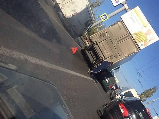 Наюге Волгограда из-за ДТП образовалась пробка