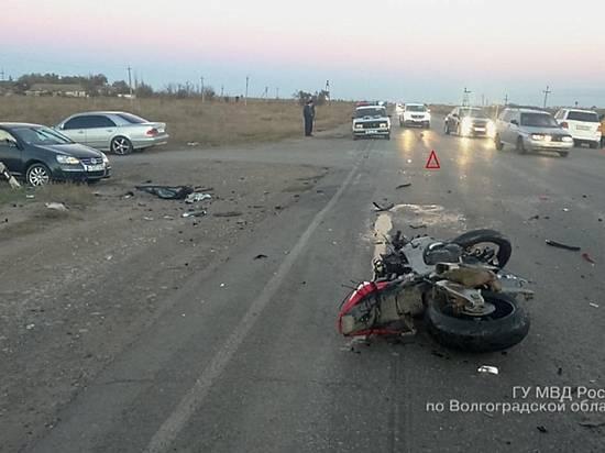 34-летний шофёр мотоцикла Хонда умер встрашном ДТП вСреднеахтубинском районе