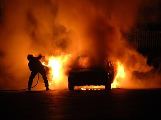 ВВолгограде после ДТП взагоревшейся иномарке погибли два человека