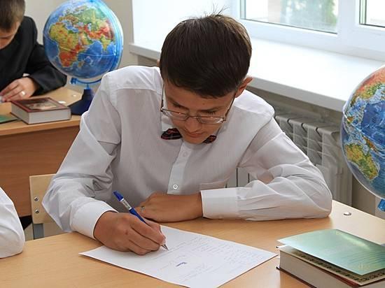 Астраханские школьники сдают Всероссийскую проверочную работу порусскому языку