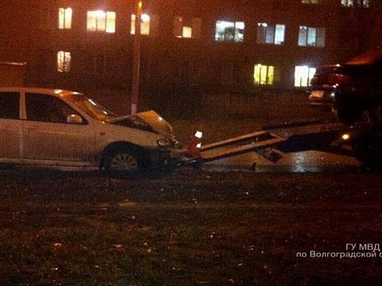 ВВолгограде ищут водителя иномарки, который въехал вэвакутор и убежал