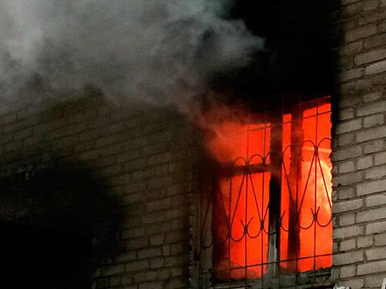 Мужчина умер вгорящем доме, неменее 15 человек эвакуировали вКрасноармейском районе Волгограда