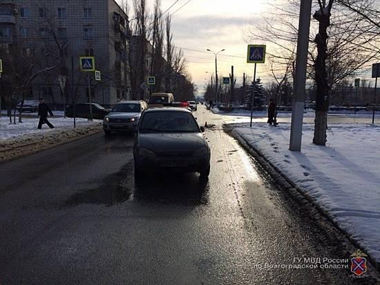 Девушку-пешехода сбил на«зебре» микроавтобус «Ford» вВолгограде