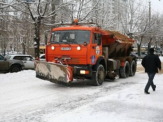 Заночь на трассах Волгограда отсыпано 195 тонн реагента