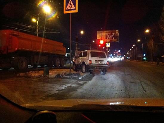 Два легковых автомобиля и фургон столкнулись наюге Волгограда