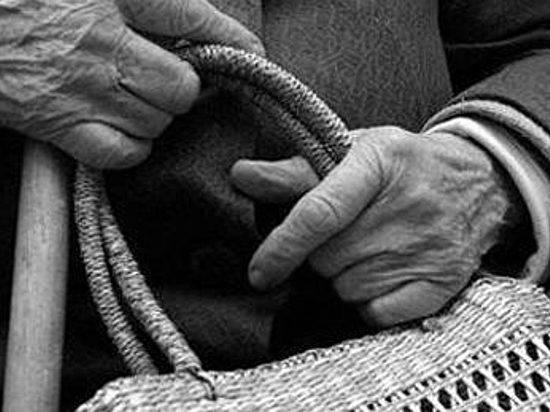 Вканун Рождества вКотовском районе пенсионерку ограбил рецидивист вмаске