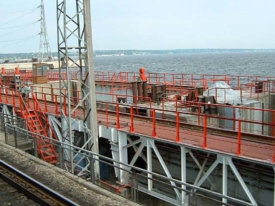 Поезд переехал мужчину намосту Волжской ГЭС