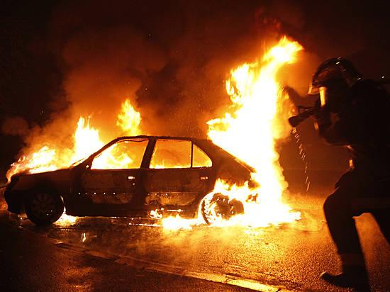 Минувшей ночью вСоветском районе Волгограда пироманы сожгли 4 иномарки
