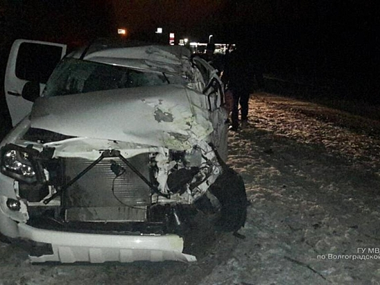 Под Волгоградом шофёр заснул иврезался вдерево