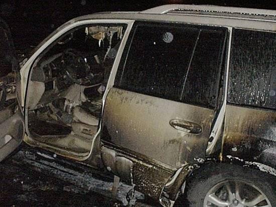 Ночью насевере Волгограда сожгли дорогую иномарку Лексус