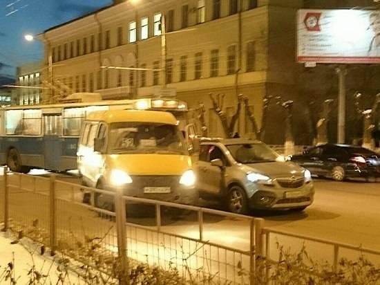ВВорошиловском районе угодила в трагедию маршрутка спассажирами
