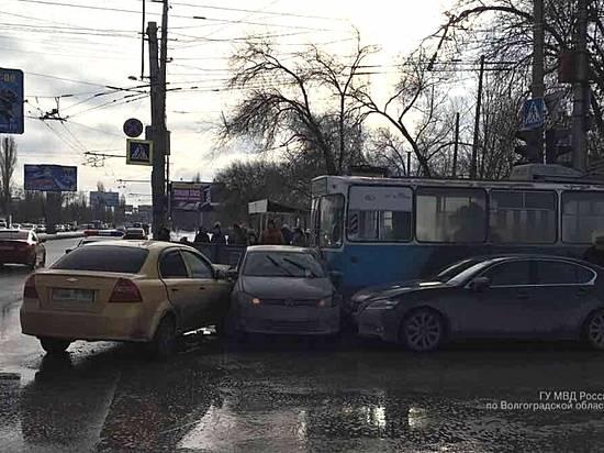 ВВолгограде из-за крупной трагедии приостановлено движение троллейбусов