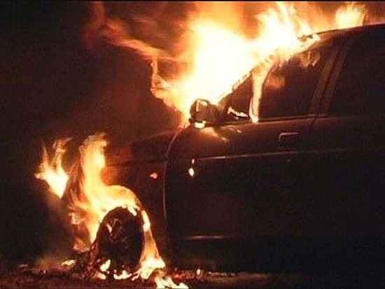 ВВолгограде автомобиль сгорел вгараже из-за замыкания проводки