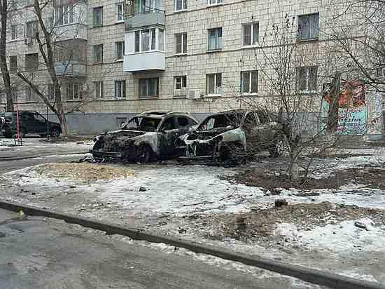 Неизвестные сожгли Порш и Инфинити назападе Волгограда
