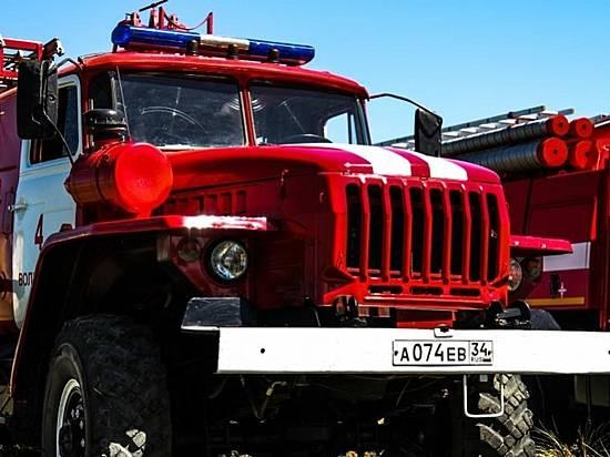 Пожарные эвакуировали четырех человек впроцессе пожара вВолжском