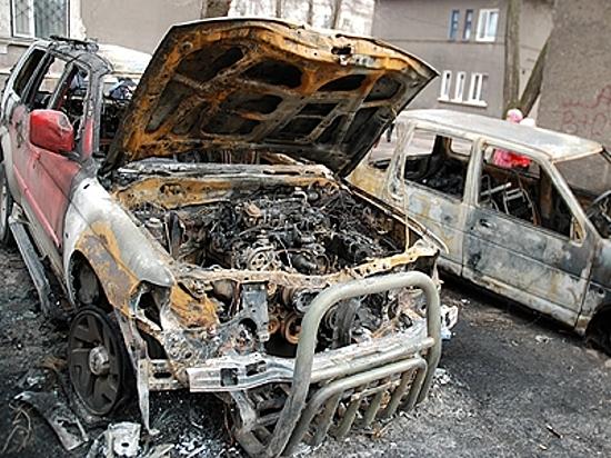 Ночью вВолгограде наодной улице сожгли БМВ и Форд
