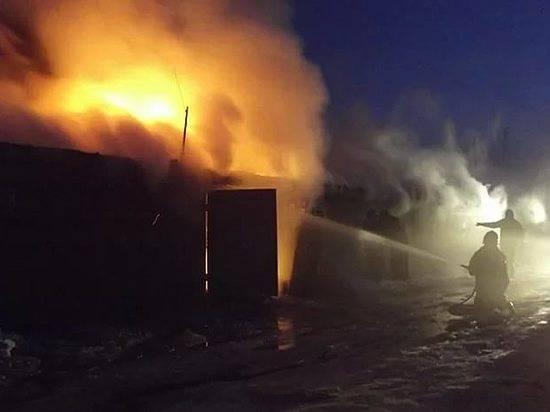 Под Волгоградом из-за замыкания впроводке сгорела баня, гараж, сарай ималолитражка