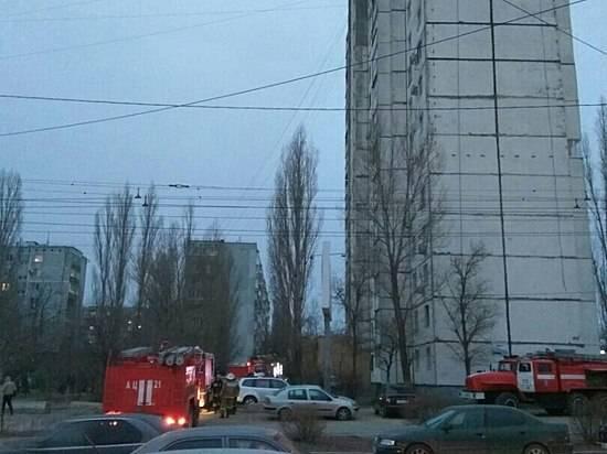 Пожар ввысотке назападе Волгограда выгнал наулицу неменее 20 жильцов