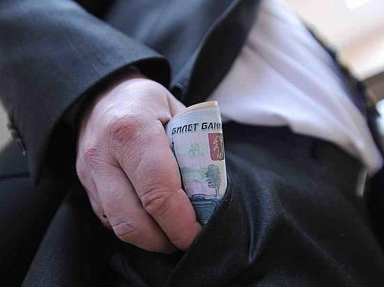 Волгоградские госслужащие занимают 3-е место вЮФО поуровню зарплат