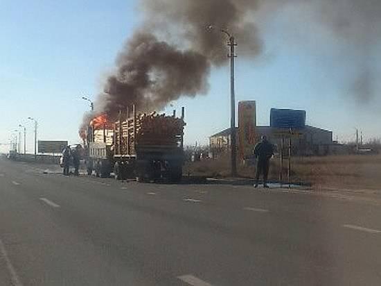 Засутки сгорели три авто вВолгоградской области