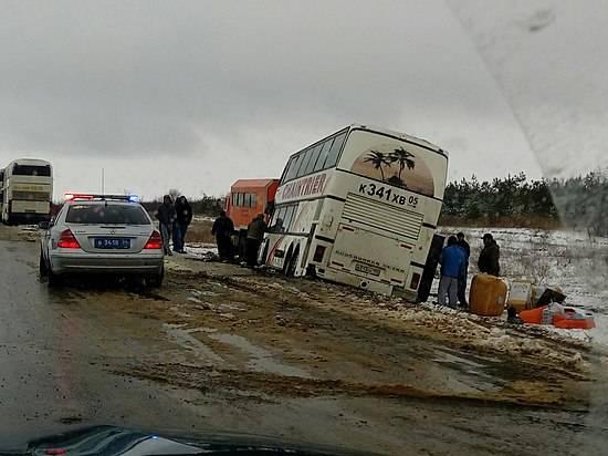 Под Волгоградом автобус спассажирами вынесло с дороги