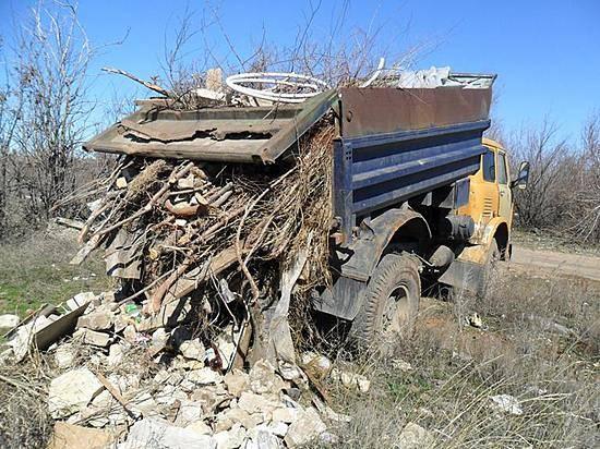 Под Волгоградом четверых водителей словили впроцессе незаконного сброса мусора напочву