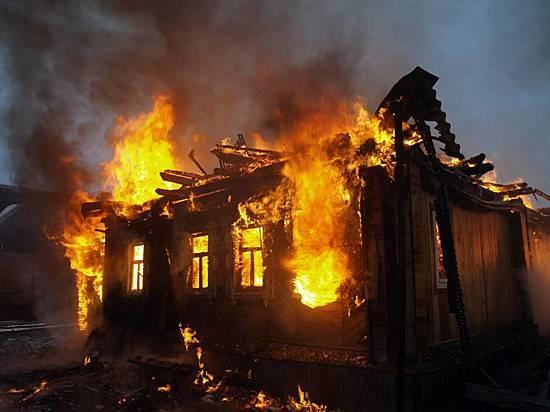 ВСреднеахтубинском районе пироманы подожгли дом глубокой ночью